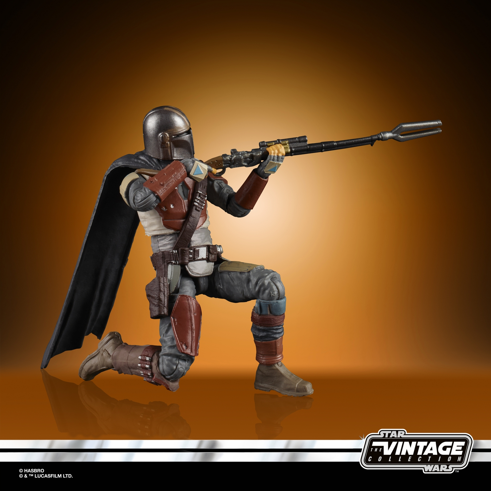 STAR%20WARS%20THE%20VINTAGE%20COLLECTION%203.75-INCH%20THE%20MANDALORIAN%20Figure%20-%20oop(3).jpg