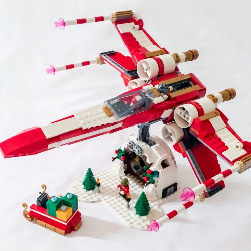 Rebelscum.com: A Look At The LEGO Staff X-maswing Starfighter